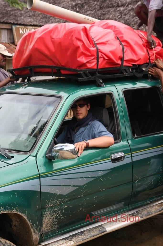 Arnaud Sion à Madagascar avec le poivre noir de Madagascar